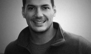 Ostins Tīs (Austin Tice), amerikāņu brīvais žurnālist, kurš Sīrijā tika nolaupīts 2012.gadā.