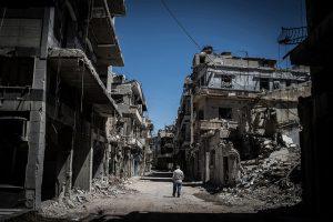 Žurnālisti un civiliedzīvotāji ir nolaupīti Homsā, Sīrijā. Pilsēta smagās cīņās ir sagrauta.